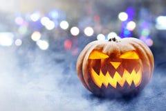 Halloween-Kürbis auf der Straße Lizenzfreies Stockbild