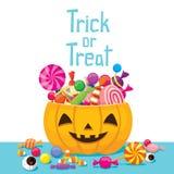 Halloween-Kürbis-Eimer mit Süßigkeit Stockfotografie
