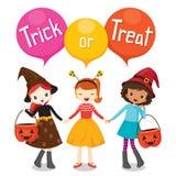 Halloween-Kürbis-Eimer und Mädchen-Händchenhalten Lizenzfreie Stockbilder