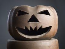 Halloween-Kürbis gebildet vom Lehmabschluß Stockfotografie