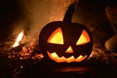 Halloween-Kürbis mit Feuer lizenzfreie stockbilder