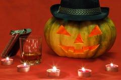 Halloween Kürbis mit glühenden Augen Stockfoto
