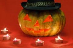 Halloween Kürbis mit glühenden Augen Stockbild