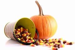 Halloween-Kürbis und Süßigkeit Lizenzfreie Stockfotografie