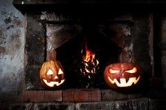 Halloween-Kürbise sind beeindruckend und, Glühen aus lustig lizenzfreie stockfotos