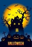 Halloween, Kürbise und eine frequentierte Villa in der Vollmondnacht Lizenzfreies Stockbild
