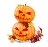 Halloween-Kürbiskopf-Steckfassungslaterne mit brennenden Kerzen Lizenzfreie Stockfotos