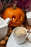 Halloween-Kaffeestillleben Lizenzfreie Stockfotografie