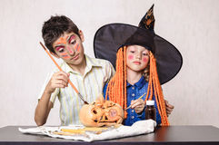 Halloween kids painting pumpkin Royalty Free Stock Images