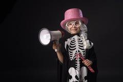 Halloween Kind in kostuum voor Halloween stock foto