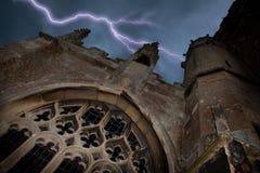 Halloween-Kirche mit Blitz Stockbild
