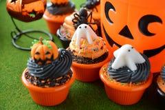 Halloween-kleine Kuchen stockfoto