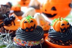 Halloween-kleine Kuchen lizenzfreies stockfoto