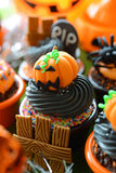 Halloween-kleine Kuchen lizenzfreies stockbild