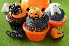 Halloween-kleine Kuchen stockbild