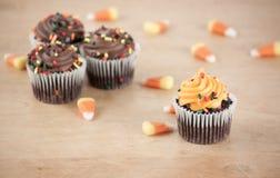 Halloween-kleine Kuchen Stockfotos