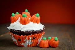 Halloween-kleiner Kuchen Stockfotos