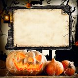 Halloween-Konzept mit leerem Brett für Text Stockbild
