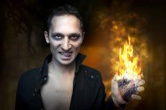 Halloween-Konzept Portrait des stattlichen Mannes Lizenzfreie Stockfotos