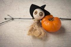 Halloween-Konzepthintergrund der hölzernen Puppe des Geistes Lizenzfreie Stockfotos