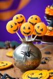 Halloween-Kuchenknalle lizenzfreie stockbilder