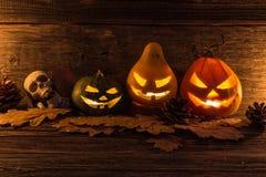 Halloween-lantaarn van de pompoen de hoofdhefboom met enge kwade gezichten Stock Foto's