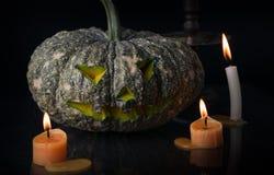 Halloween-lantaarn van de pompoen de hoofdhefboom op donkere toon Stock Afbeeldingen