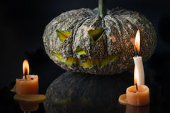 Halloween-lantaarn van de pompoen de hoofdhefboom op donkere toon Royalty-vrije Stock Afbeelding