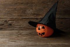 Halloween-lantaarn van de pompoen de hoofdhefboom en Heksenhoed Royalty-vrije Stock Foto's