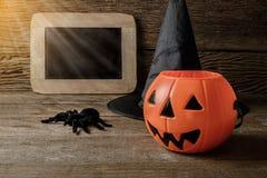 Halloween-lantaarn van de pompoen de hoofdhefboom met schoolbord en Heks h Royalty-vrije Stock Foto's