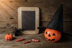 Halloween-lantaarn van de pompoen de hoofdhefboom met schoolbord en Heks h Royalty-vrije Stock Afbeelding