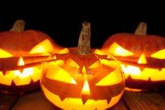 Halloween-lantaarn van de pompoen de hoofdhefboom op donkere achtergrond Stock Fotografie