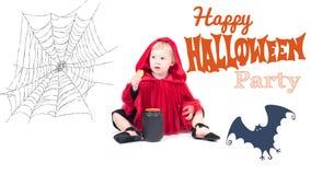 halloween Lite röd ridninghuv Härlig liten flicka i en röd regnrock Royaltyfri Foto