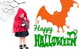halloween Lite röd ridninghuv Härlig liten flicka i en röd regnrock Royaltyfria Bilder