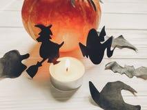 halloween Lyckligt halloween begrepp pumpa med häxaspökeslagträet Royaltyfri Foto