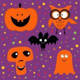 Halloween met pompoen, uil, knuppel, spook wordt geplaatst dat en Stock Afbeeldingen