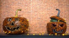 Halloween-metaalpompoenen met partijlichten stock video