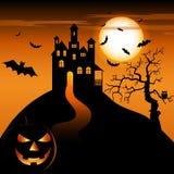 Halloween-nacht met achtervolgde kasteel en het grijnzen pompoen Stock Afbeeldingen
