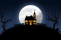 Halloween-nacht met donkerblauw hemel en volle maankasteel op heuvel stock illustratie