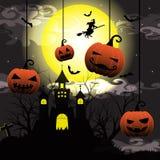 Halloween-Nacht mit trockenem Baum des Schattenbildes, alte Hexe, Schloss, Kürbis und Schläger vector Illustrationshintergrund Lizenzfreie Stockbilder