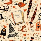 Halloween nahtlos mit den Sachenhexen Lizenzfreies Stockfoto