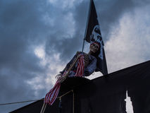 Halloween - Nawiedzający pirata statek na Frontowym jardzie Fotografia Royalty Free