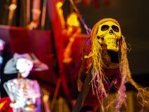 Halloween - Nawiedzający pirata statek na Frontowym jardzie Fotografia Stock