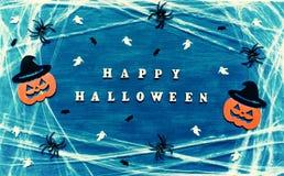 Halloween od tła blasku księżyca uwagi Szczęśliwi Halloween listy z pająk siecią, pająkami i Halloween dekoracjami, Obraz Stock