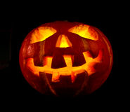 Halloween, oude hefboom-o-lantaarn op zwarte Stock Foto's