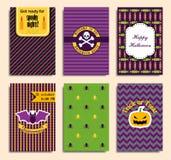 Halloween-Parteieinladung, Grußkarte, Flieger, Fahne, Plakatschablonen Hand gezeichnete traditionelle Symbole, nette Gestaltungse Lizenzfreies Stockfoto
