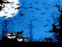 Halloween-partij blauwe achtergrond, bomen, knuppels, katten en pompoenen Royalty-vrije Stock Afbeeldingen