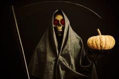 Halloween-partij of festival met engel van dood, Nachtleven met spook of engel van dood en beeldconcept door donkere beeldstijl Royalty-vrije Stock Afbeeldingen