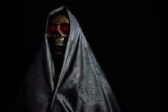 Halloween-partij of festival met engel van dood, Nachtleven met spook of engel van dood en beeldconcept door donkere beeldstijl Stock Afbeeldingen