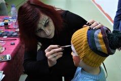 Halloween-partij met kinderen die op het gezicht geschilderd zijn stock fotografie